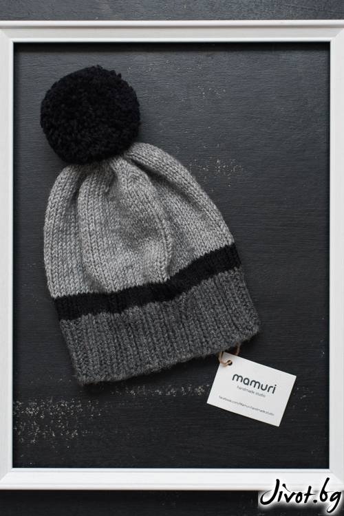 Красива ръчно плетена шапка в сиво и черно с понпон / MAMURI Handmade studio
