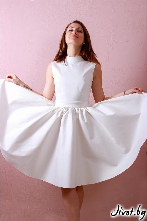Красива бяла рокля с V гръб / Polina Petrova