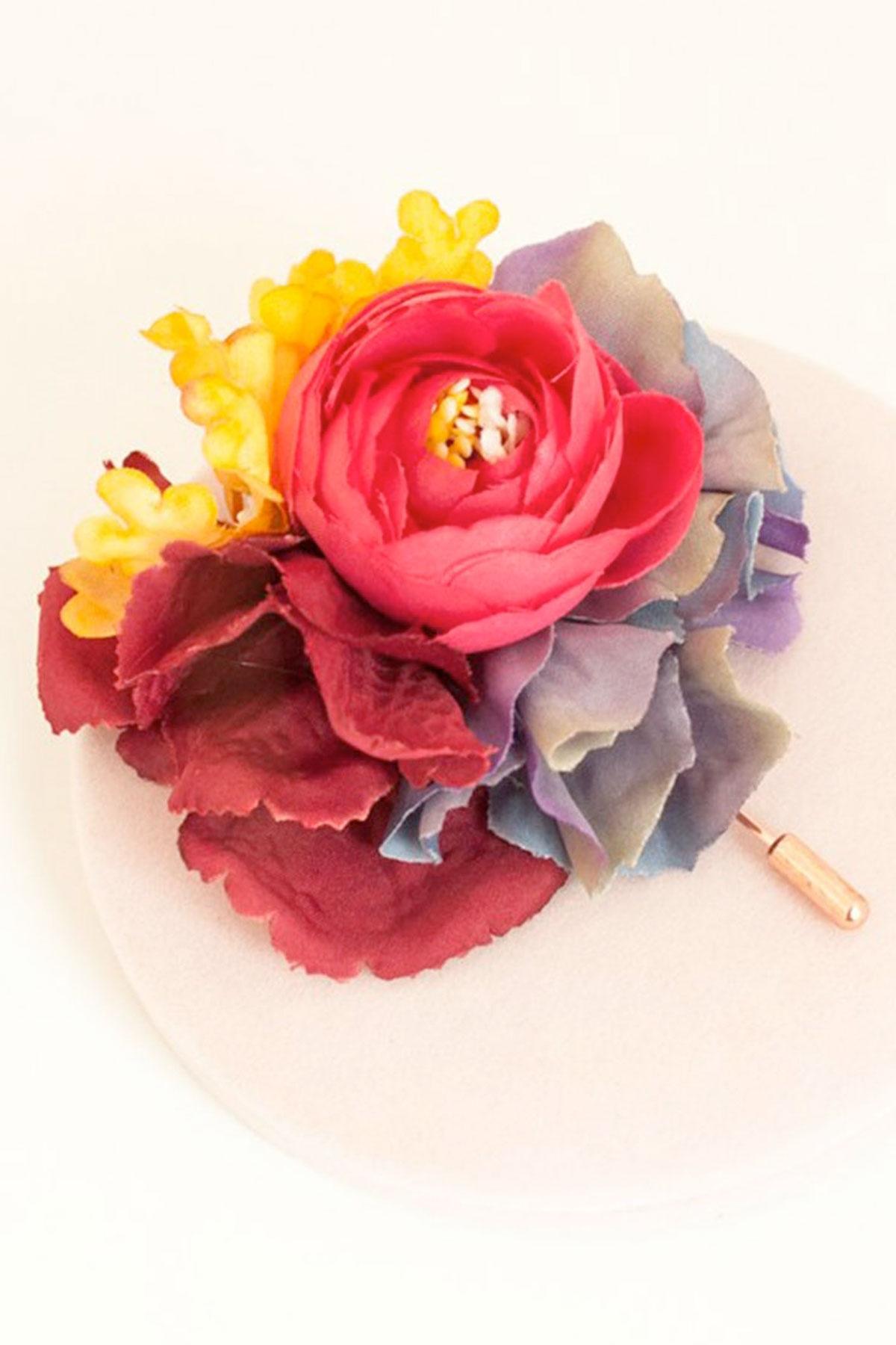"""Ръчно изработена брошка в ярки цветове """"LORA"""" / Forget-me-not"""