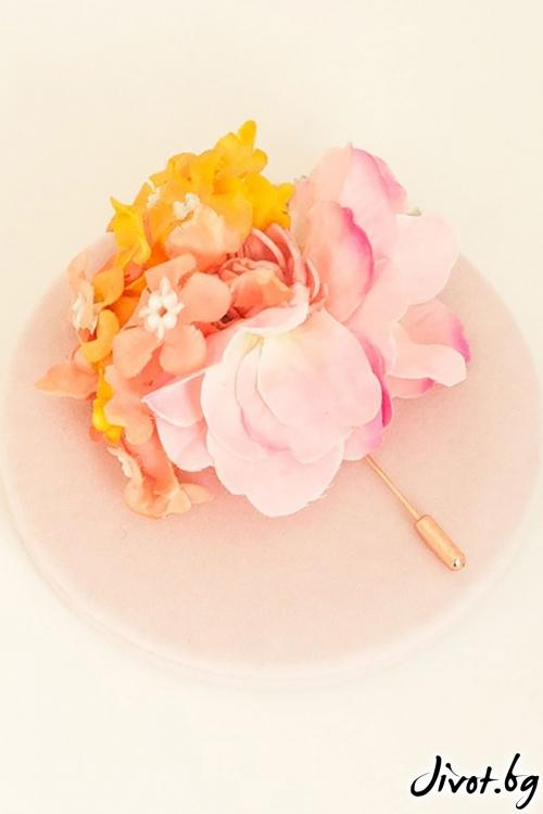 """Ръчно изработена брошка в нежни цветове """"LORINA"""" / Forget-me-not"""