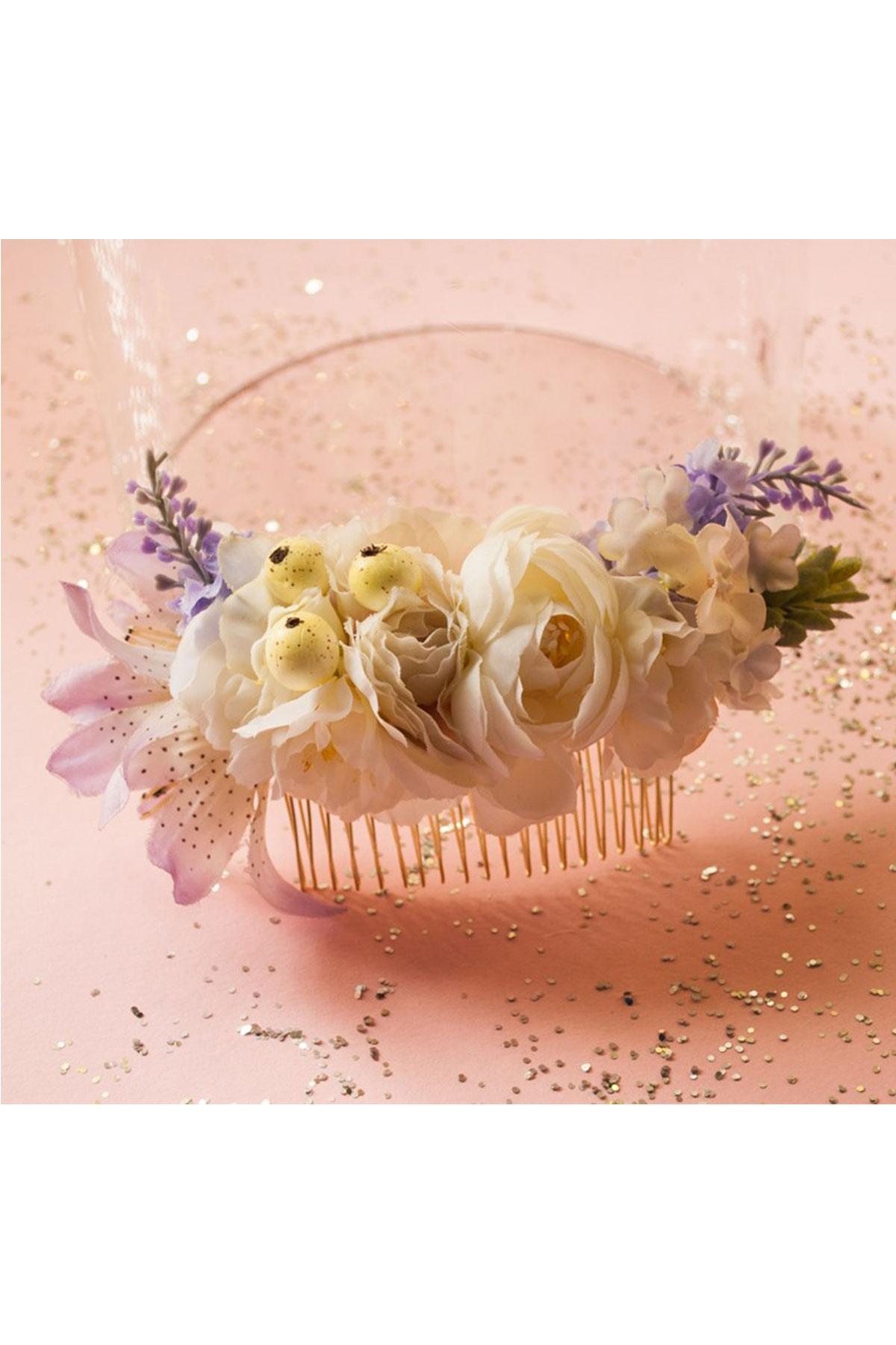 Ръчно изработен гребен с нежни цветя в кремави цветове / Forget-me-not