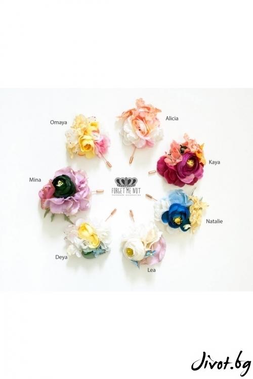 """Ръчно изработена брошка с нежни цветя """"DEYA"""" / Forget-me-not"""