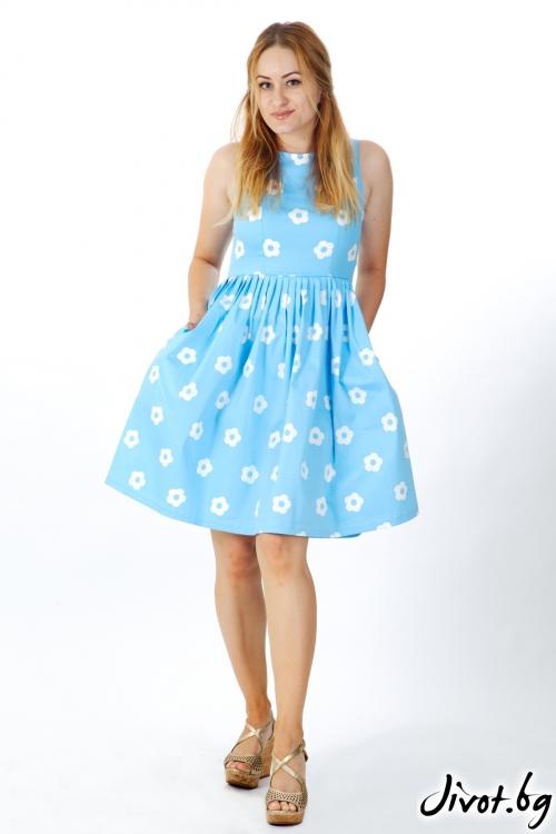 Елегантна рокля в синьо с бели цветенца / VERNE