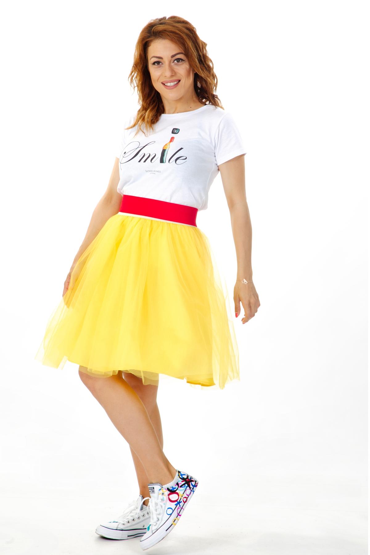 Жълта къса пола от тюл и червен ластик на талията / ShuShi