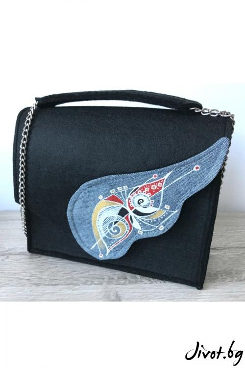 Черна чанта с рисувано крило и метална верижка / EMVy