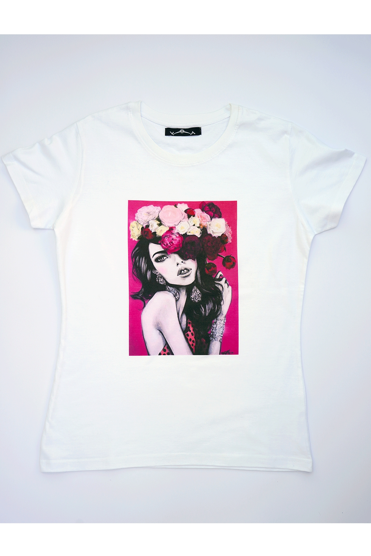 Бяла тениска цветя и любов / VЯRA за MUSE SHOP