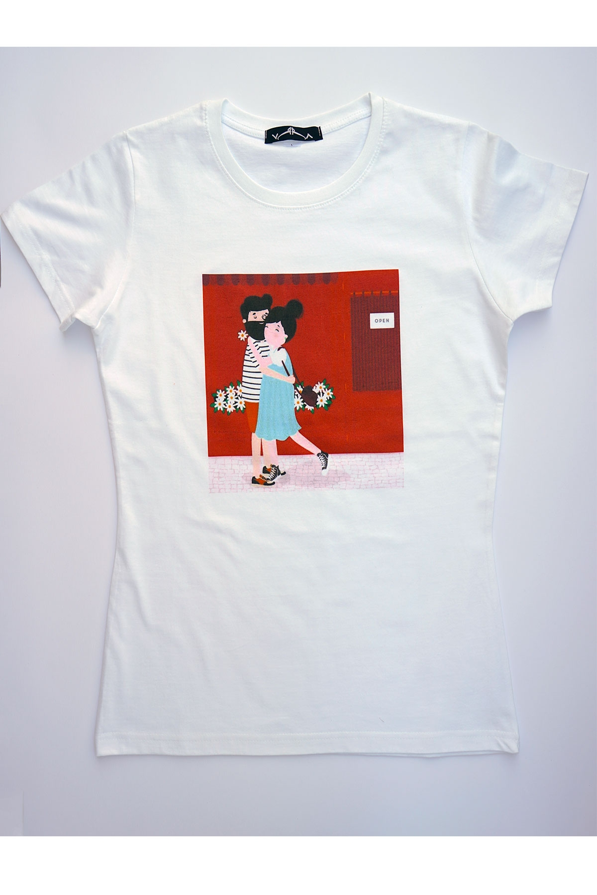 Бяла тениска Family / VЯRA за MUSE SHOP
