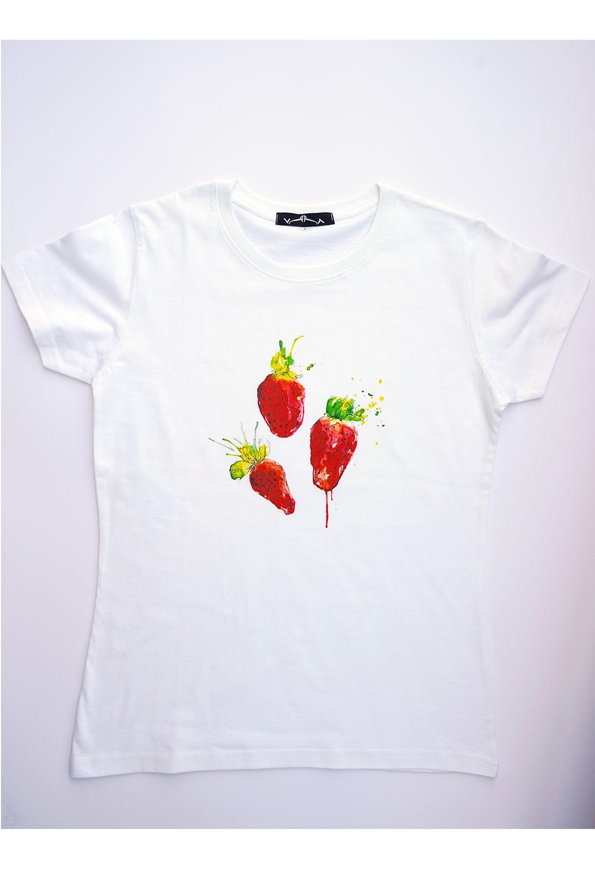 """Бяла тениска """"Ягоди"""" / VЯRA за MUSE SHOP"""