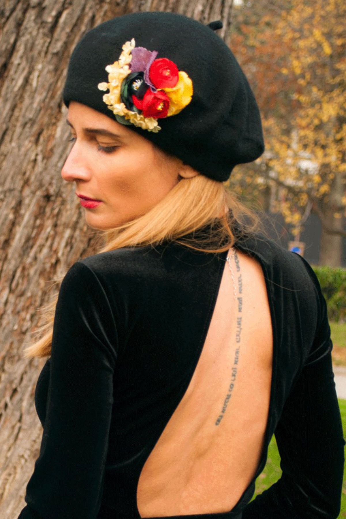 "The French Beret – ""Totally black""/ Forget-me-not"