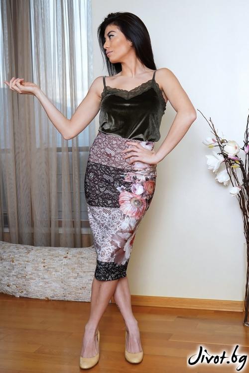 Елегантна пола от фин неопрен с принт на дантела / ShuShi